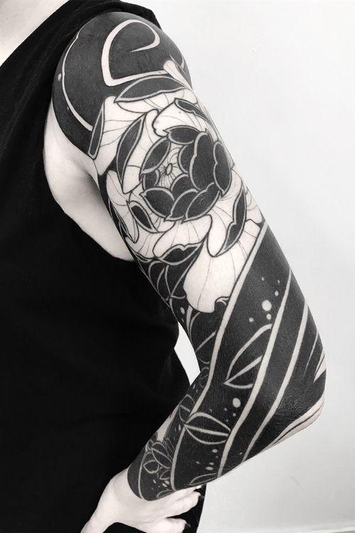 @oscarhove 小子火流 at @ondotattoo   Done with @hardcraftcompany @cokofernandez68 And love! ............... ............... ............... #blacktattoo #tattoobarcelona  #barcelonatattoo  #tattooart  #tatuaje  #btattoing #darkartists #blxckink #blacktattooart #btattooing #onlyblackart #blackwork  #tttpublishing #blackworkerssubmission #tbsta #japanart #japanesecollective #japanesetattoo #japaneseink #nohmask #bestirezumi #irezumicollective #bcnttt #wtt #taot #blkttt