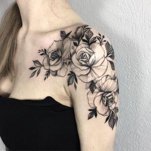 🌿🌿 #blackandgrey #rose #blackwork #ink #inked #blacktattoo #rosetattoo #idea #xystudio #girl #blackworktattoo #dotwork #tattooart