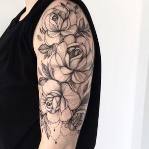 Freeheand 🌸🌸 #ink #tattooartist #blackwork #blackworkers #girlytattoo #rosetattoo #flower #dotwork #Poland #xystudio #inked