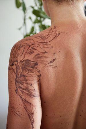 Brown Phoenix #phoenix #shoulder #girlswithtattoos #danilodelfino
