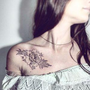 #тату #татуировка #татуодесса #одессатаиу #татумастер #украинатату #киевтату #татуцветы #tattoo #tattoos #inked #eternalink #intenzeink #radiant #tattooflower #flowertattoo #tattooodessa #tattooartist #dotwork