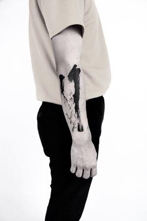 Brush stroke tattoo, IG : hanu_tattoo
