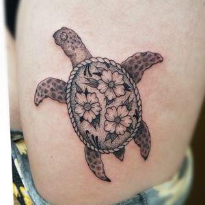#turtle #flower #blackwork #sea #seaturtle