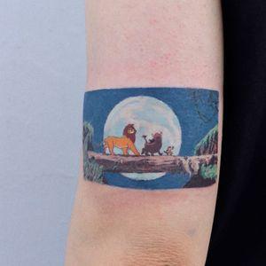 Tattoo by Log Tattoo #LogTattoo #movietattoos #movie #film #filmstill #hakunamatata #TheJungleBook #lion #moon #animals #jungle #Disney