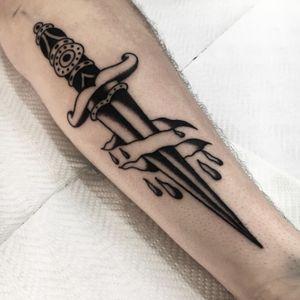 #tattoo #dagger #blackwork #traditional