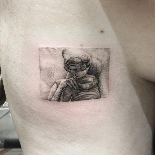 Tattoo by The Hanged #TheHanged #movietattoos #movie #film #fineline #singleneedle #ET #alien #portrait #love #friends #filmstill
