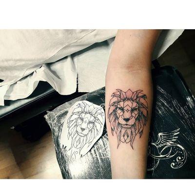 🦁🖤 #leone #leonegeometrico #liontattoo #lion #lionking #geometrictattoo #geometry #geometric #geometriclinestattoo #geometriclion #dotwork #dot #dotworktattoo #pantheraink #cheyennetattooequipment #Cheyenne #cheyennehawkpen #5RL #liner #followtattooartist #followme #like4like