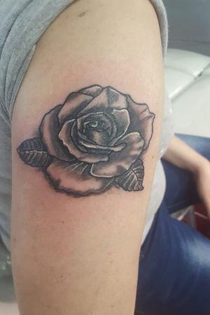 Loving this black and grey rose from the other day!!!! #blackandgreytattoo #eternalinks #coilmachine #rotarymachine #criticaltattooequipment