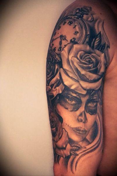 La catrina with roses and a clock on right arm #diadelosmuertos #lacatrina #roses #clock #halfsleeve