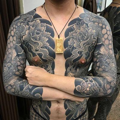 Tattoo by DiaoZuo #DiaoZuo #fooddogtattoo #shishi #foodog #lion #guardian #folklore #protector #peony #smoke #fire #bodysuit #Japanese #irezumi