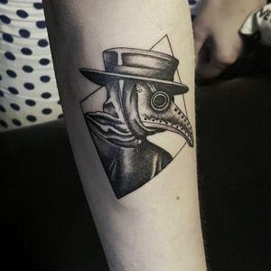 #tatts #tattoos #tattoo #tattooartist #tattoolover #plaguedoctor #blackwork #blackworkers #tattoosofinstagram #dailytattoos #tattooworkers #tattoostyle #tattoosociety