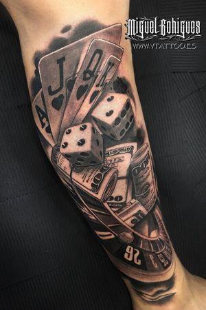 realistic tattoo in the leg