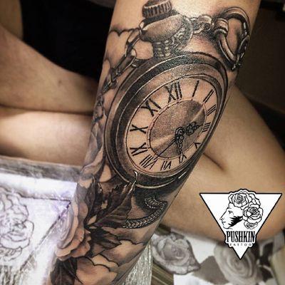 #blackandgrey #clock #rose