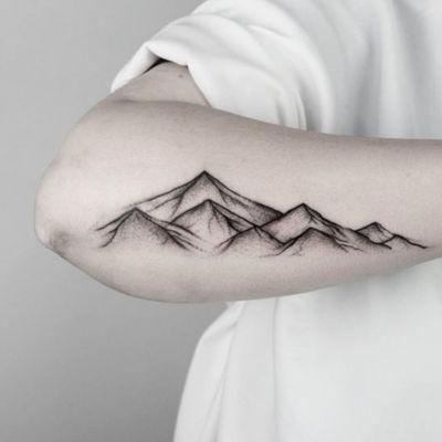 #mountains #mountain #mountaintattoo #abstract #linework #lineworktattoo #montagnetattoo #montagne #AbstractTattoos #abstracttattoo