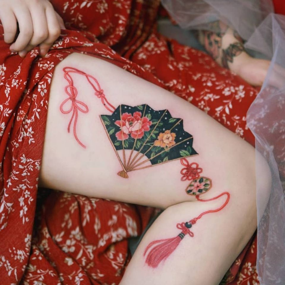 Korean traditional fan with red string inspired by norigae. *Norigae= Korean traditional ornaments by SION (@tattooistsion) #flowertattoo #floraltattoo #Korea #KoreanArtist #tattooistsion #colortattoo #flower #flowers #oriental #watercolortattoo #fan