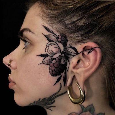 Tattoo by Friedrich Uebler #FriedrichUebler #foodtattoos #food #fruit #blackberries #berry #leaves #nature #plant