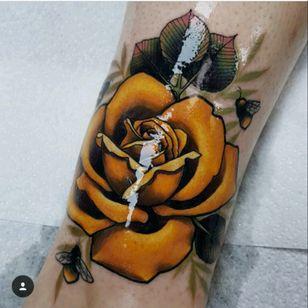 #glow #glowtattoo #rose #rosestattoo #yellowrose #neotraditional #neotraditionaltattoo ohhh my fucking god 😍