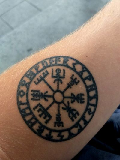My vegvisir tattoo, sorry for bad quality #linework #norse #forearmtattoos