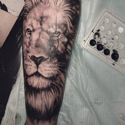 #blackandgrey #animal #Leon #realism