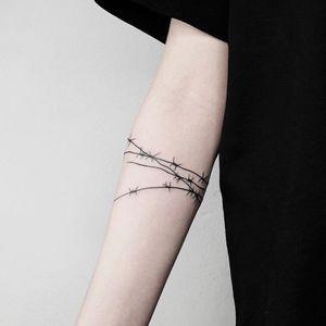 Tattoo by Roman Mateutsa #RomanMateutsa #barbedwire #blackwork #linework #metal #wire #fineline #small