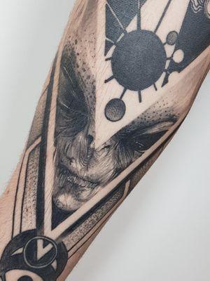 Healed and hairy shot of this cool alien piece! email for bookings; antbatetattoos@gmail.com #uktta #inkaddicts #superbtattoos #crownofthorns #silverbackink #silverbackinkinstablack #fkirons #sullenartcollective #chester #tattoo #tattoos #tattooed #tattooing #tattooartist #tattoostudio #wheretheytatt #antbatetattoos #ezgripz #blackwork #blackworkerssubmission #blackworkers #blacktattooart #chaoticblackworkers #darkartists #btattooing #blxckink #theblackmasters #onlythedarkest #blacktattoomag