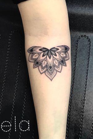 #tattoo #blackworkers #ink #inkedgirl #finelinetattoo #dotwork #tttism #mandala #dotworktattoo #mandalatattoo #blackwork #encrés #dotworkers #onlyblackart #tattoodesign #girlwithtattoos #tattrx #montpellier #montpelliertattoo #mtp #tattooart