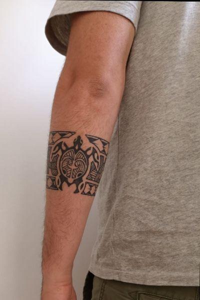 #maori #geometric #bracelet #braceletemaori #bracelettattoo #maoritattoo #maoritattoos #maoriturtle #maori #turtle #turtletattoo #lines #Black #tatuaggio #tartarugamaori #tartaruga