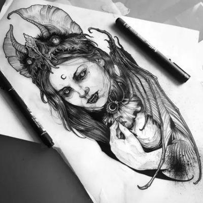 #Vampire #woman #beauty #cresantmoon #animalspirit