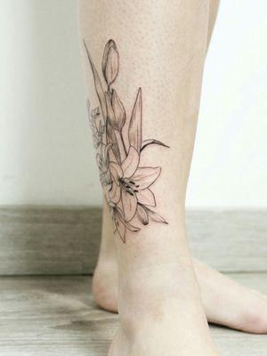 Floral tattoo - leg