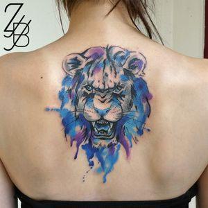 Premier tatouage de mon guest au studio Free Bird Tattoo Shop à Cosne ! #lion #liontattoo #bleu #blue #bluetattoo #tattoolifemagazine #tattoomagazine #zeldabjj #zeldablackjeanjacques #colmartattoo #alsacetattoo #frenchtattoo #tattoo #tatouage #tattoos #tatouages #watercolor #watercolortattoo #aquarelle