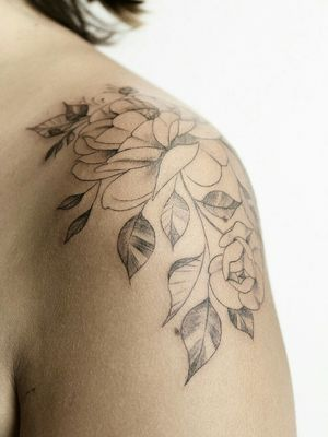 Floral tattoo - Shoulder