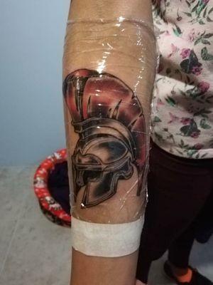 Prometo subir una mejor foto! Era tarde y estaba lejos. . Casco Espartano. Gracias Tathiana por confiar en mi trabajo! #spartan #tattooing #tattoobogota #tattoocolombia #shadow #war #dromartist. . -DromArtist-