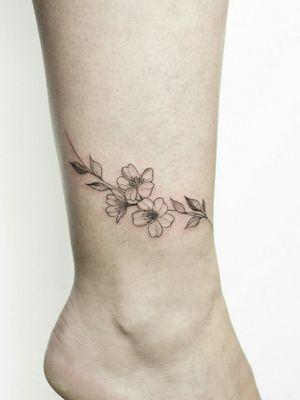 Floral Bracelet - leg