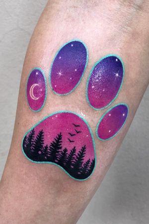 dog paw with a landscape inside - my clients idea ✨ #dogpaw #dogpawtattoo #colortattoo #bydgoszcztattoo #warsawtattoo #cutetattoo #foresttattoo