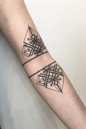 #delicate #feminine #linework #geometry #symmetry #originaldesign #uniquetattoo #sunibanik #banikdesign