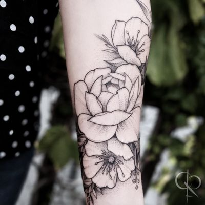 Floral wrap #castofcrowns #floral #floraltattoo #flower #flowertattoo #peony #peonytattoo #lineworktattoo #dotwork #dotworktattoo #BlackworkTattoos #delicatetattoo