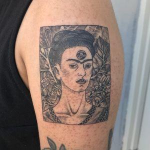 Tattoo by Mick Hee #MickHee #famousportraittattoo #famousportrait #portraittattoo #portrait #famous #FridaKahlo #painter #painting #skull #plants #nature #fineart