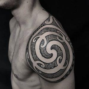 Tā Moko/Polynesian. #manawatapu #sunsettattoonz #tamoko #maoritattoo #kirituhi #polynesiantattoo #tribaltattoo #tukutuku #poutama #taniko #maori #newzealand #auckland #patterntattoo #geometrictattoo #blackandgrey #blackwork #blackworktattoo #tattoodo #inspirationtattoo