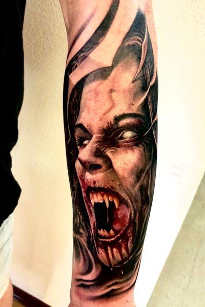 Tätowiert von Floyd Varesi #vampire #vampiretattoo #vampgirl #horror #horrortattoo