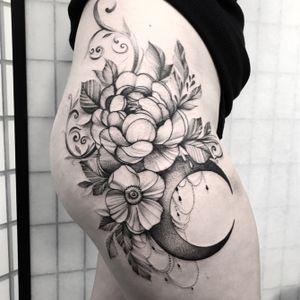 Flower power 🌹🌹#btattooing #blackworktattoo #blackwork #ink #inked #art #girl #blacktattoo #art