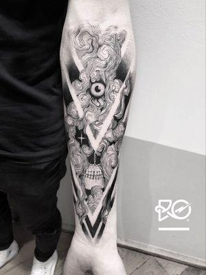 By RO. Robert Pavez • Smoke skull • Done in Inkbash convention • Stockholm 🇸🇪 2018 #engraving #dotwork #etching #dot #linework #geometric #ro #blackwork #blackworktattoo #blackandgrey #black #tattoo #fineline
