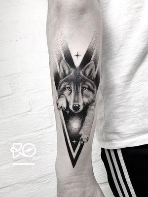 By RO. Robert Pavez • from the cosmos 🐺 • Done in Inkbash convention • Stockholm 🇸🇪 2018 #engraving #dotwork #etching #dot #linework #geometric #ro #blackwork #blackworktattoo #blackandgrey #black #tattoo #fineline