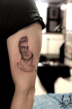 A very cool dotwork bust that @garethdoyetattoos did on @mrmommsen 🤙🏼 Walk ins welcome and for enquiries email info@luckyironstattoo.com or call us +45 33 33 72 26😊 • #tattoo #luckyironstattoo #kattesundet #tattooartist #dotwork #statue #bust #blackwork #fineline #stipple #copenhagentattoo #danmark #killerink #armtattoo #københavn