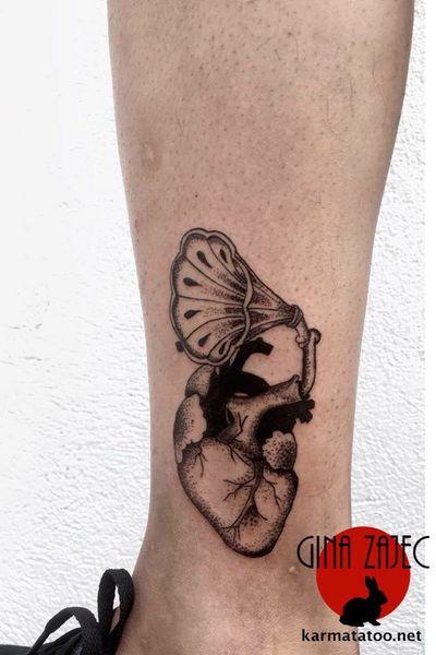 Somos un estudio privado en CDMX con diseños personalizados, citas y cotizaciones por medio de www.karmainkcollective.com #tattoo #tatuaje #mexicocity #cdmx #claveria #marianagroning #ginazajec #karmatattoo #karmatattoomx #tatuajeennegro #blackwork #tatuajemexico #tatuadora #mexicana #blackink