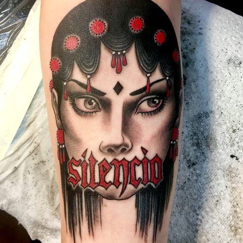 Tattoo by Christopher Conn Askew #ChristopherConnAskew #SekretCity #color #blackandgrey #redink #portrait #lady #ladyhead #silencio #lettering #text #font #pearls #neotradtitional