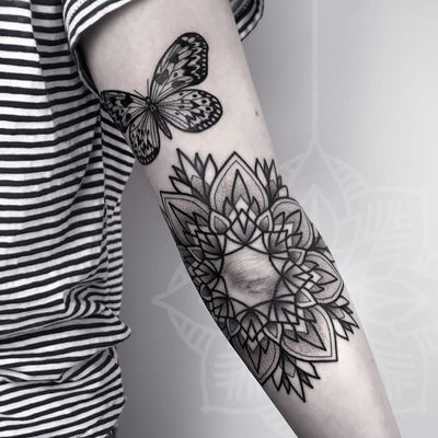 Tattoo by Sarah Herzdame #SarahHerzdame #butterflytattoo #butterfly #insect #nature #wings #fly #pattern #blackwork #linework #dotwork #mandala #ornamental #floral