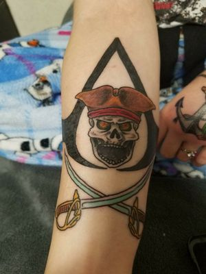 Here's another piece I got done recently, it's my own variation and design of the assassin's creed black flag symbol