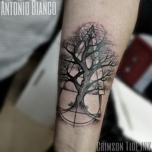 Tattoo for lovely Ruby by Antonio Bianco #tree #treeoflife #treetattoo #blackworktattoo #blackwork #geometrictattoo #geometrytattoo #girlswithtattoos #londontattoo
