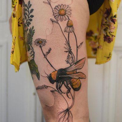 Tattoo by Joanna Świrska aka Dzo Lama #JoannaSwirska #DzoLama #illustrative #nature #sketch #linework #dotwork #daisies #daisy #bee #insect #leaves #plants #watercolor