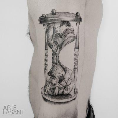 Done @allaprimalisboa! Thank you Andre...loved drawing this ! ARIE ON TOUR : @labohemetattooparlour🇮🇹 3/10 - 6/10 @inkdistrictamsterdam🇳🇱 12/11 - 17/11 @l_officine110🇫🇷 4/12 - 8/12 #blacktattooart#inkedm#ag#tattrx#TAOT#blackwork#tattooing#ttblackink#iblackwork#blxckink#darkartists#inkstinctsubmission#blacktattoomag#onlyblackart#blackworkers_tattoo#contemporary#tttism#blackworkerssubmission#blackinkmag#tattoosnob#raventattoo#skeleton#tattoodoo#hourglass#hourglasstattoo